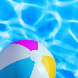beach_ball_in_swinmming_pool